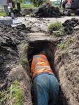 met-de-schep-een-tunneltje-graven