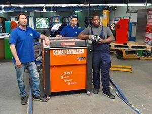 Tequiero (r) met Bas Oldenmark en medewerker
